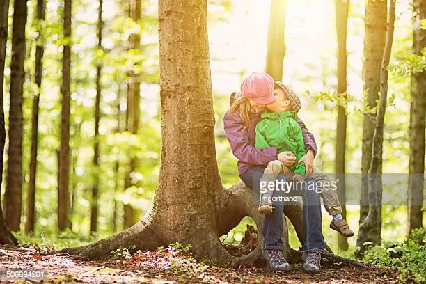 Mutter und Sohn Wandern