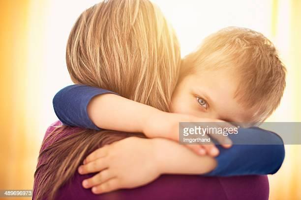 Mãe e filho Agarrar