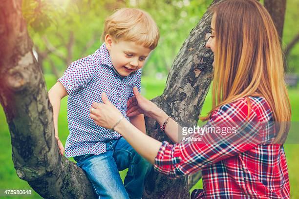 Mère et fils en été