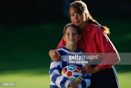 Mother and son (9-11) with soccer ball, portrait : Foto de stock