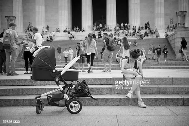 Mother breastfeeding in public at Lincoln Memorial
