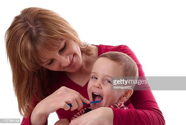 Mutter Söhne Zähne putzen