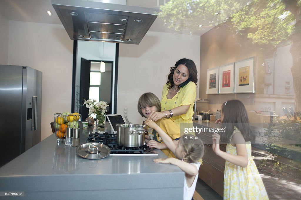 Mother cooking : Stock Photo