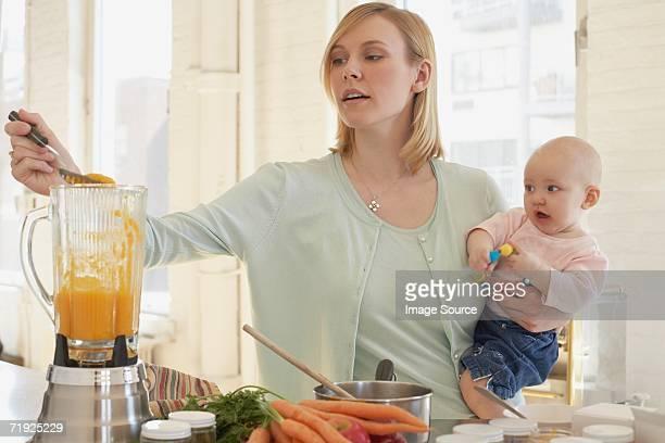 Eine Mutter Kochen