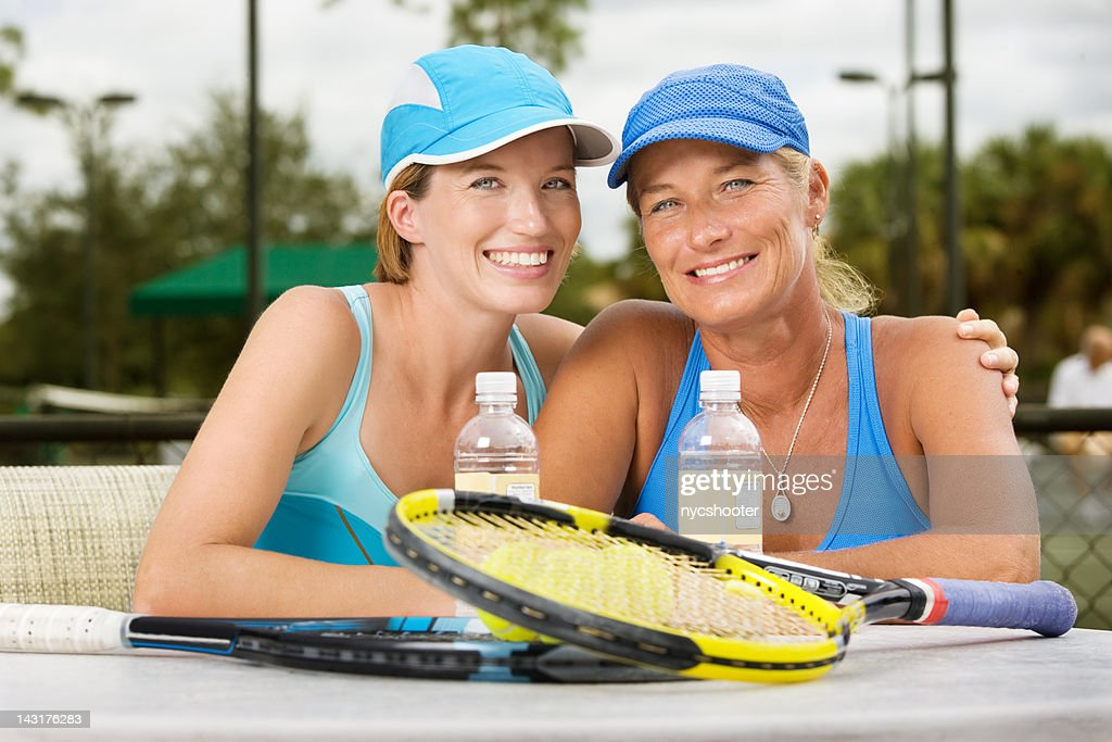 mother daughter tennis players doubles partners : Stock Photo