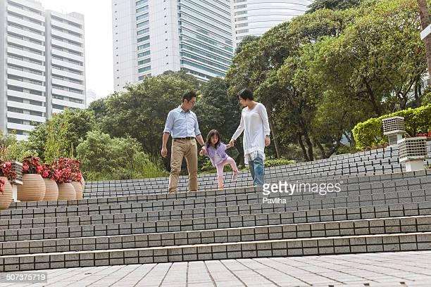 Madre, Padre e figlia nel parco di Hong Kong, Cina