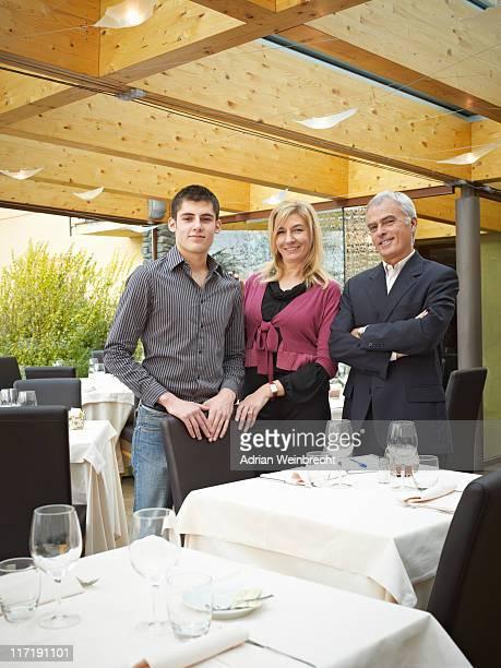 母、父と息子のレストランです。処理ダウン