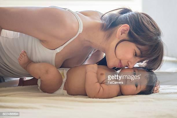 Madre Baciare il Suo bambino