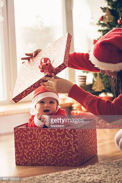 Mère et bébé ouverture Noël présentent