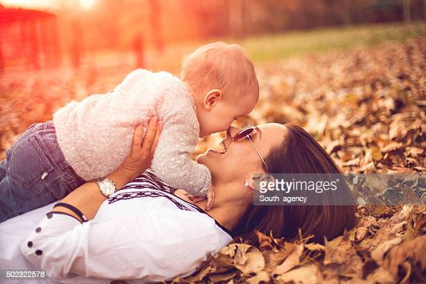 Mère jouant avec sa petite fille