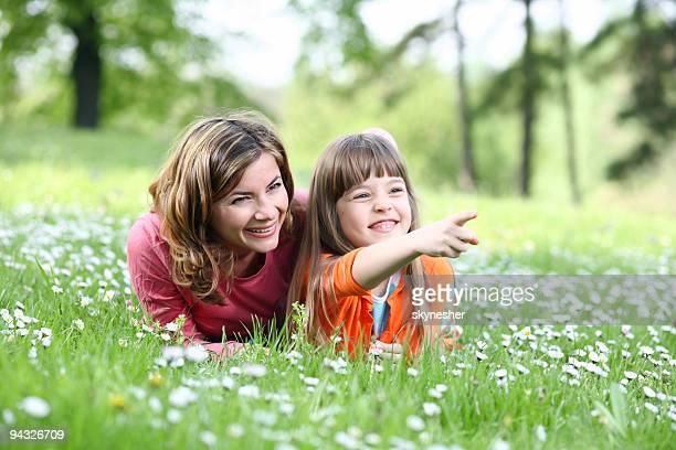 Mutter mit Tochter entspannen.
