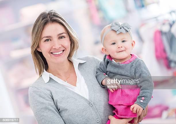 Mutter Einkaufen mit Ihrem Kind