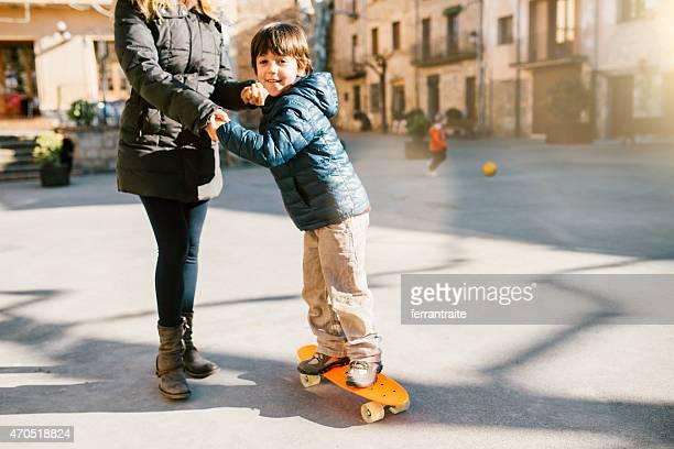 Mutter Lehre Sohn wie skateboard