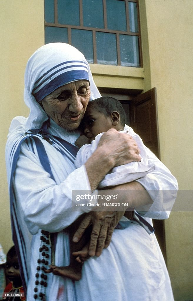 <a gi-track='captionPersonalityLinkClicked' href=/galleries/search?phrase=Mother+Teresa&family=editorial&specificpeople=91602 ng-click='$event.stopPropagation()'>Mother Teresa</a> and the poor in Calcutta, India in October, 1979.