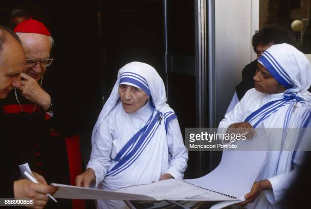 Mother Teresa of Calcutta and sister Nirmala Joshi during the ceremony of the blessing of the corner stone in the future reception home 'Dono di...