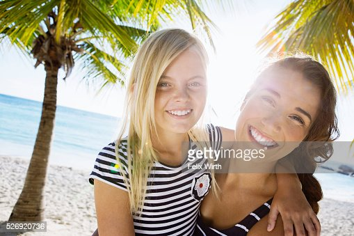 Mother with daughter (10-11) laughing on beach : Foto de stock