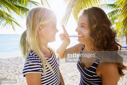 Mother with daughter (10-11) playing on beach : Foto de stock
