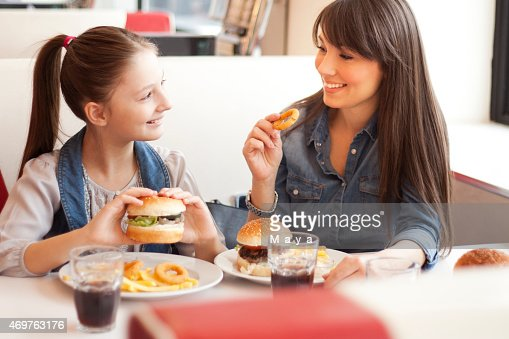 A mother with her daughter at a restaurant