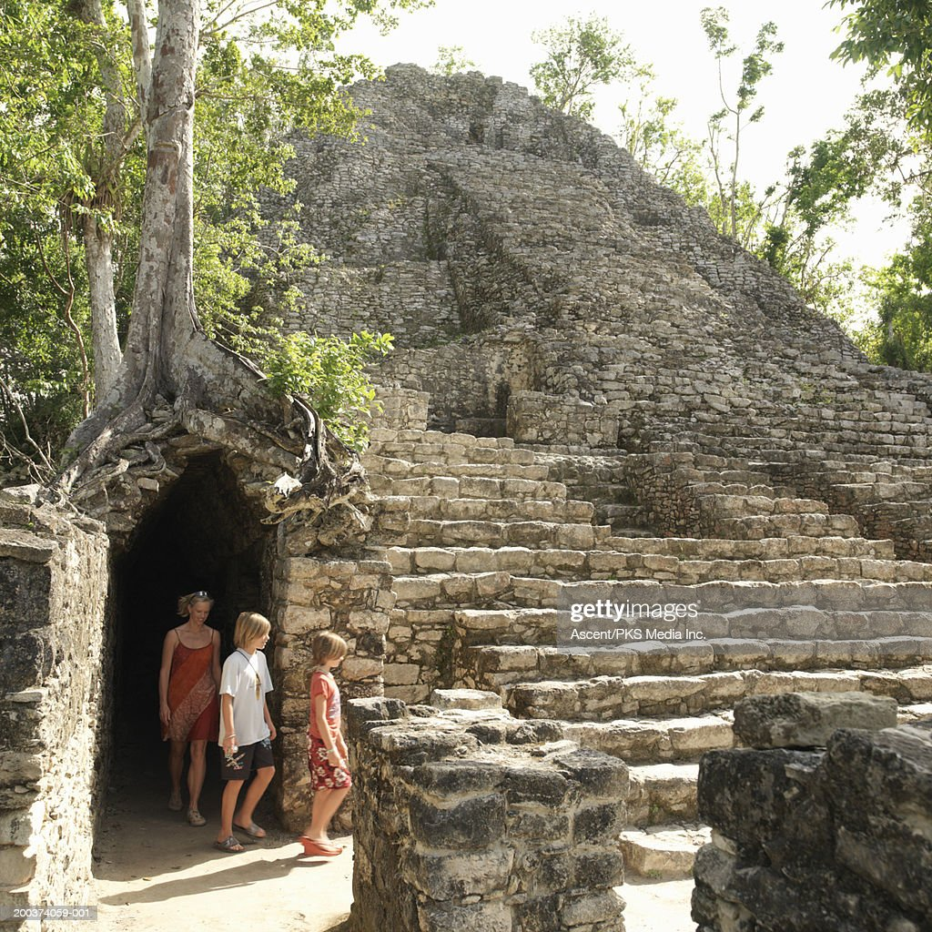 Mother with son and daughter (10-12) visiting ruins : Stock Photo