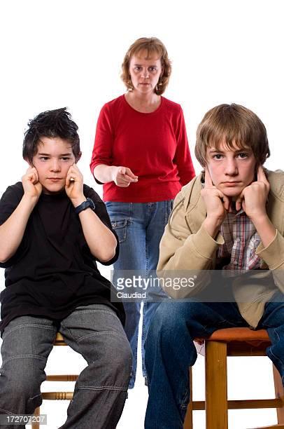 Madre con dos hijos