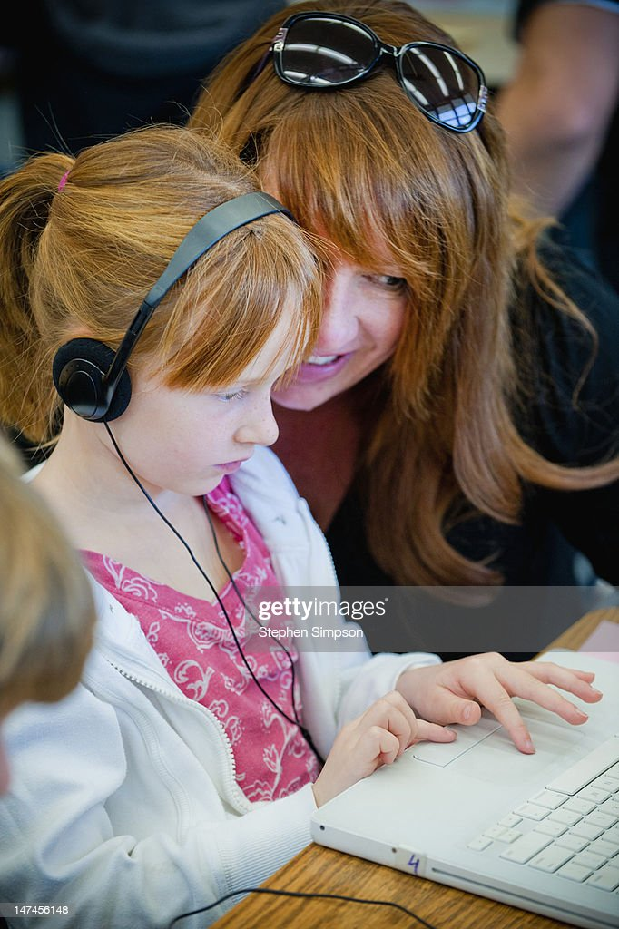 mother/daughter time in elementary school : Stock Photo