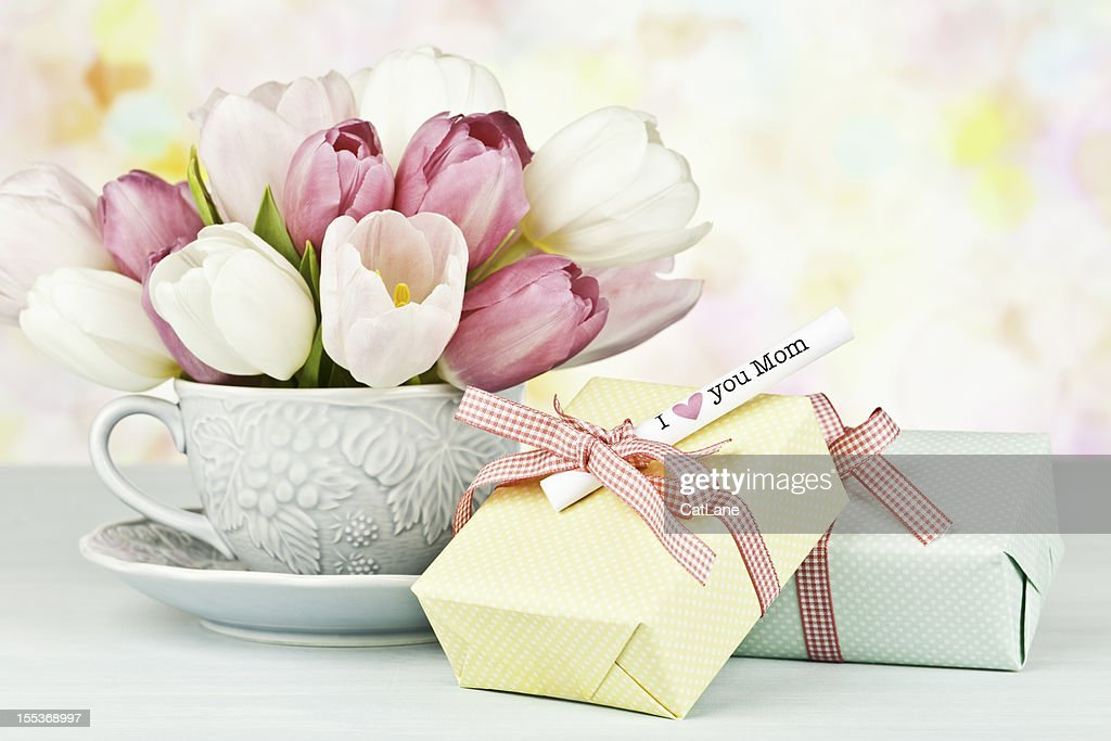 Mother's Day Bouquet und Geschenk : Stock-Foto