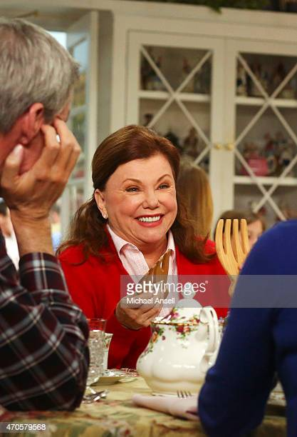 THE MIDDLE 'Mother's Day Reservations' Tired of getting lousy Mother's Day gifts yearafteryear Frankie informs Mike that she wants him to take her...