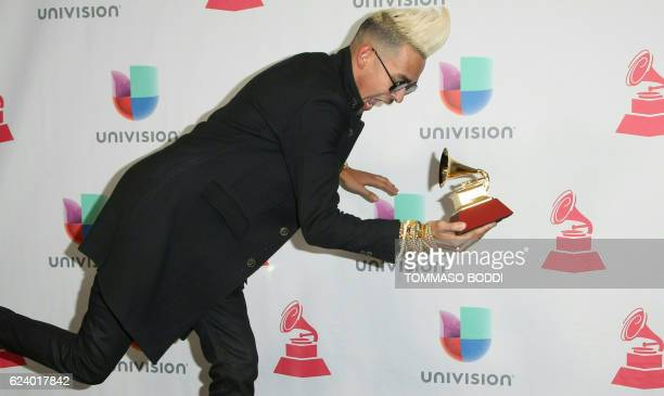 Motiff poses with the Grammy for Best Tropical Fusion Album during the 17th Annual Latin Grammy Awards on November 17 in Las Vegas Nevada / AFP PHOTO...