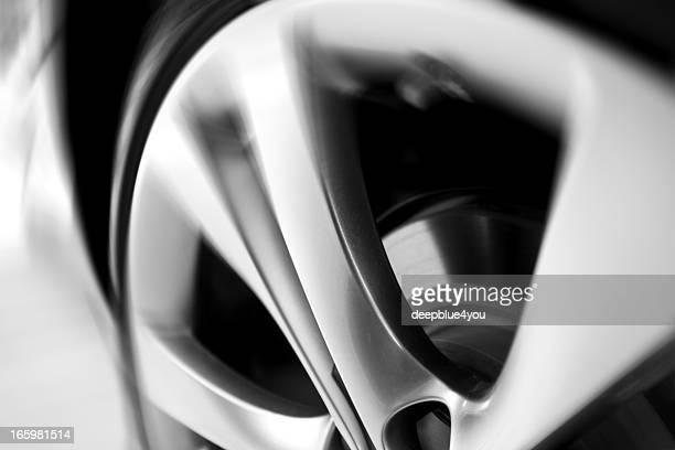 Rueda de coches movimiento borroso