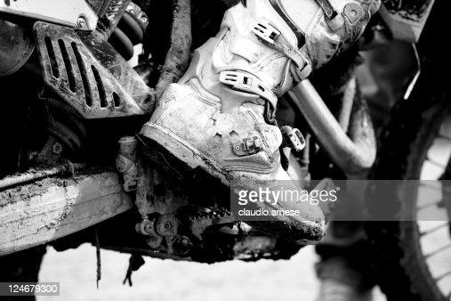 Motocross stivale con fango, bianco e nero