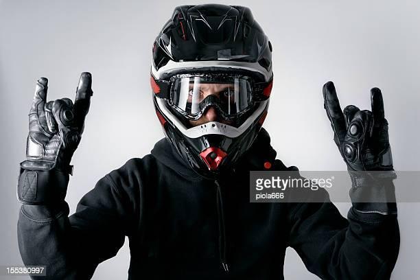 Motorrad-Motocross-Fahrer mit Helm Geste Enduro