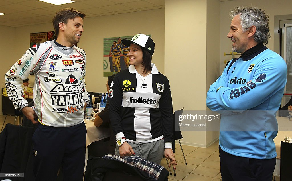 Motocross World Champion Kiara Fontanesi (C), Parma FC manager Roberto Donadoni (R) and Daniele Galloppa (L) during a visit at the club's training ground on March 6, 2013 in Collecchio, Italy.