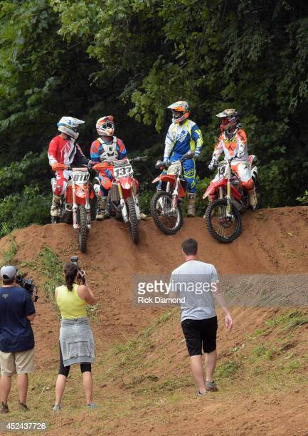 Motocross/Supercross riders Fred Andrews Chris Blankenship and Kevin Windham join Host/Singer/Songwriter Craig Morgan and participate in the...