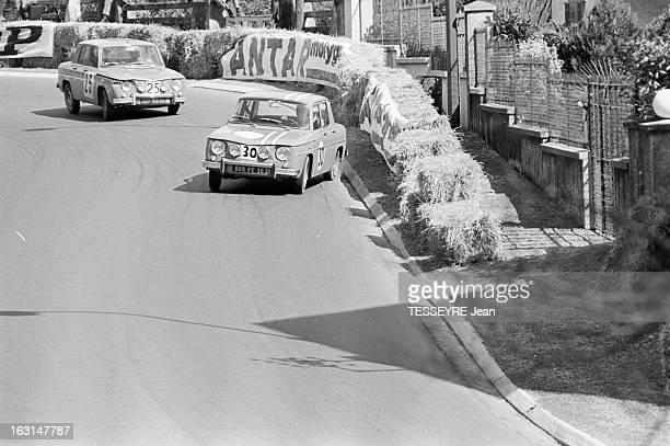 Pau Grand Prix 1967 En France à Pau en avril 1967 lors du Grand Prix de Pau faisant partie du Championnat de France de formule 2 Sur le circuit deux...