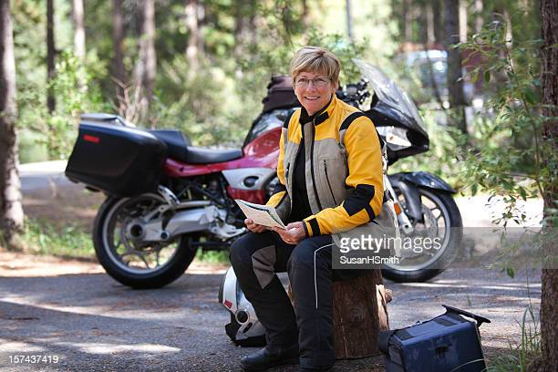 Mujer en moto campground
