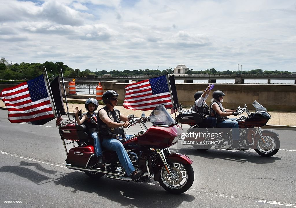 Motorcyclists drive next to the Jefferson Memorial during the annual Rolling Thunder 'Ride for Freedom' parade ahead of Memorial Day in Washington, DC, on May 29, 2016. / AFP / MLADEN