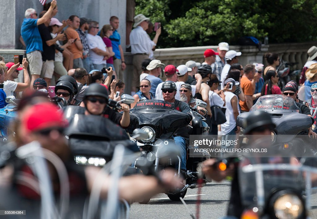 Motorcyclists drive past the Lincoln Memorial during the annual Rolling Thunder 'Ride for Freedom' parade ahead of Memorial Day in Washington, DC, on May 29, 2016. / AFP / Andrew Caballero-Reynolds