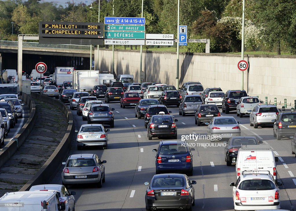 Motorists drive on the 'Peripherique', Paris' ring on September 27, 2012 in Paris. Paris deputy mayor Rene Dutrey announced on September 25, 2012 that the town council submitted a request to the government to reduce the maximum speed limit on the peripherique, currently 80 km/h, to 70 km/h, for environmental reasons.