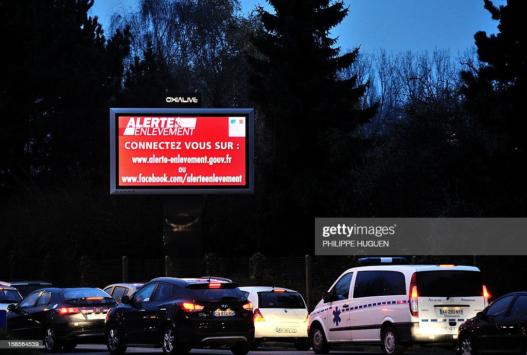 Motorists drive past an information board announcing the 'alerte enlevement' (kidnapping alert) plan following the abduction of a new born baby at Nancy's university hospital on December 19, 2012 in Lille. AFP PHOTO PHILIPPE HUGUEN