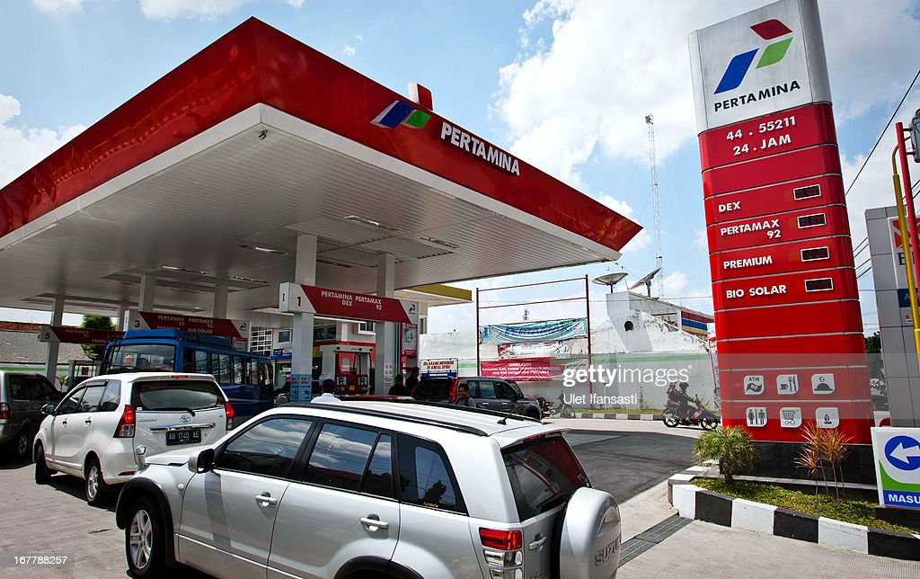 Motorists queue for refueling at a fuel station on April 30, 2013 in Yogyakarta, Indonesia. The Indonesian government is considering raising fuel prices for all vehicle types in an attempt to free up funds for infrastructure and spur growth.