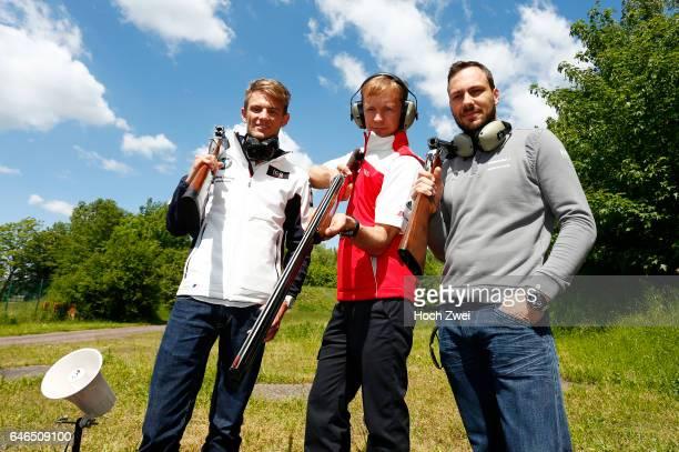 Motorsports / DTM 1 race Oschersleben Pressekonferenz DTM Piloten versuchen sich beim Tontaubenschießen skeet shooting Marco Wittmann #7 Mattias...