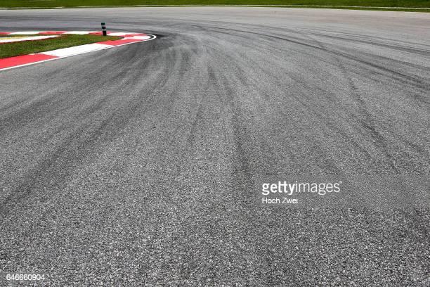 FIA Formula One World Championship 2015 Grand Prix of Malaysia Bremsspur Bremsspuren Strecke Gummi Spur Reifenspuren Reifenspur Streifen Asphalt...