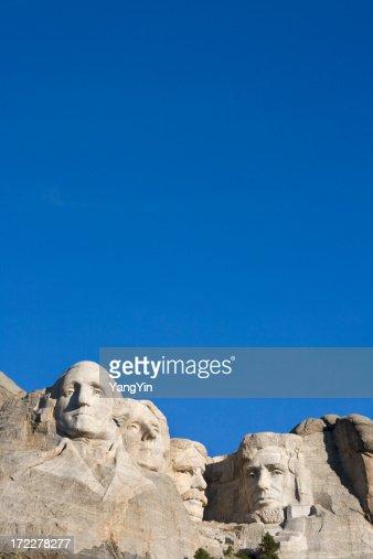 実装 Rushmore 国定史跡、ブルースカイ、サウスダコタ州、アメリカ)