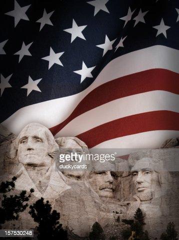 実装 Rushmore 背景に、アメリカの旗