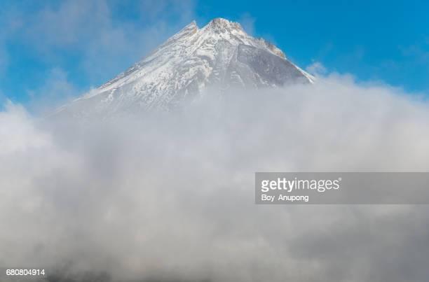 Mount Taranaki (2,518 metre) above the clouds.