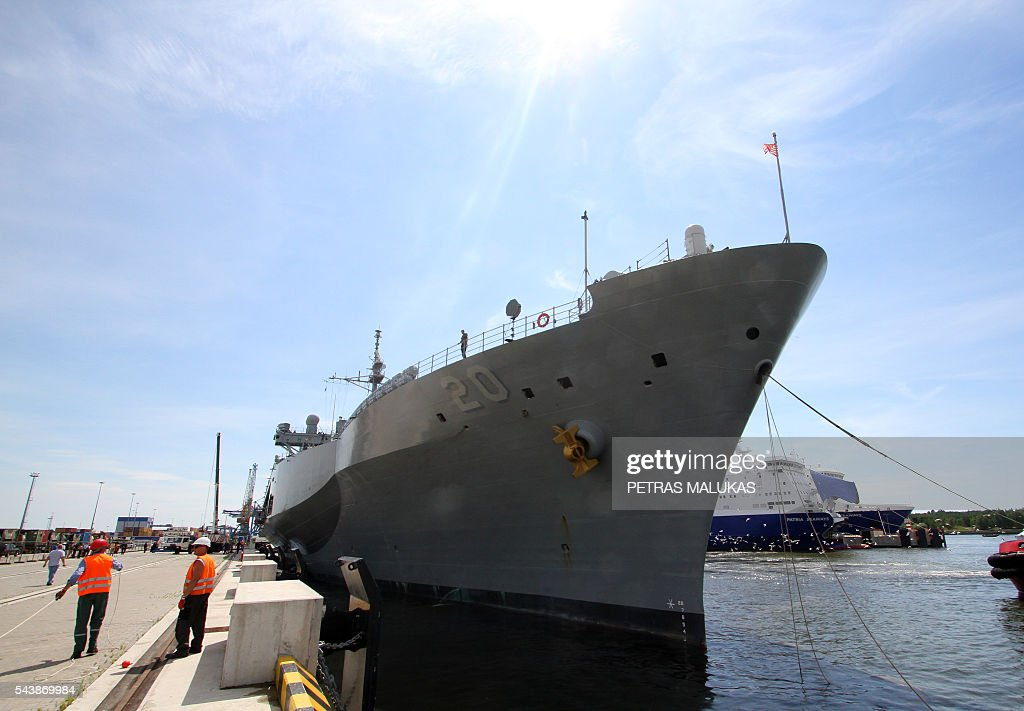 USS Mount Whitney, the flagship of the US Sixth Fleet, is docked in the port of Klaipeda on June 30, 2016. / AFP / Petras Malukas