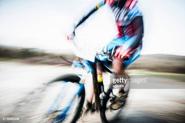 Coureur de vélo de montagne