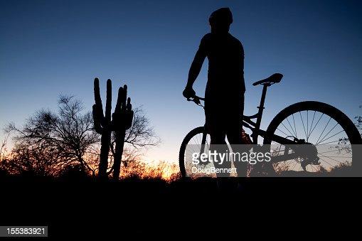 Vélo au coucher du soleil