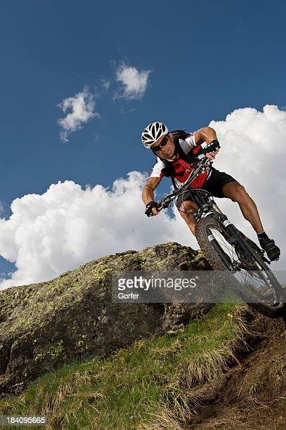 downhill-Mountainbiker in Aktion