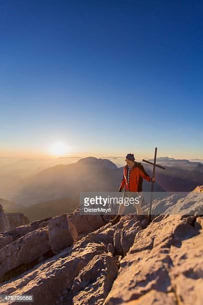 Escalador de montaña en mount Watzmann, Hocheck pico